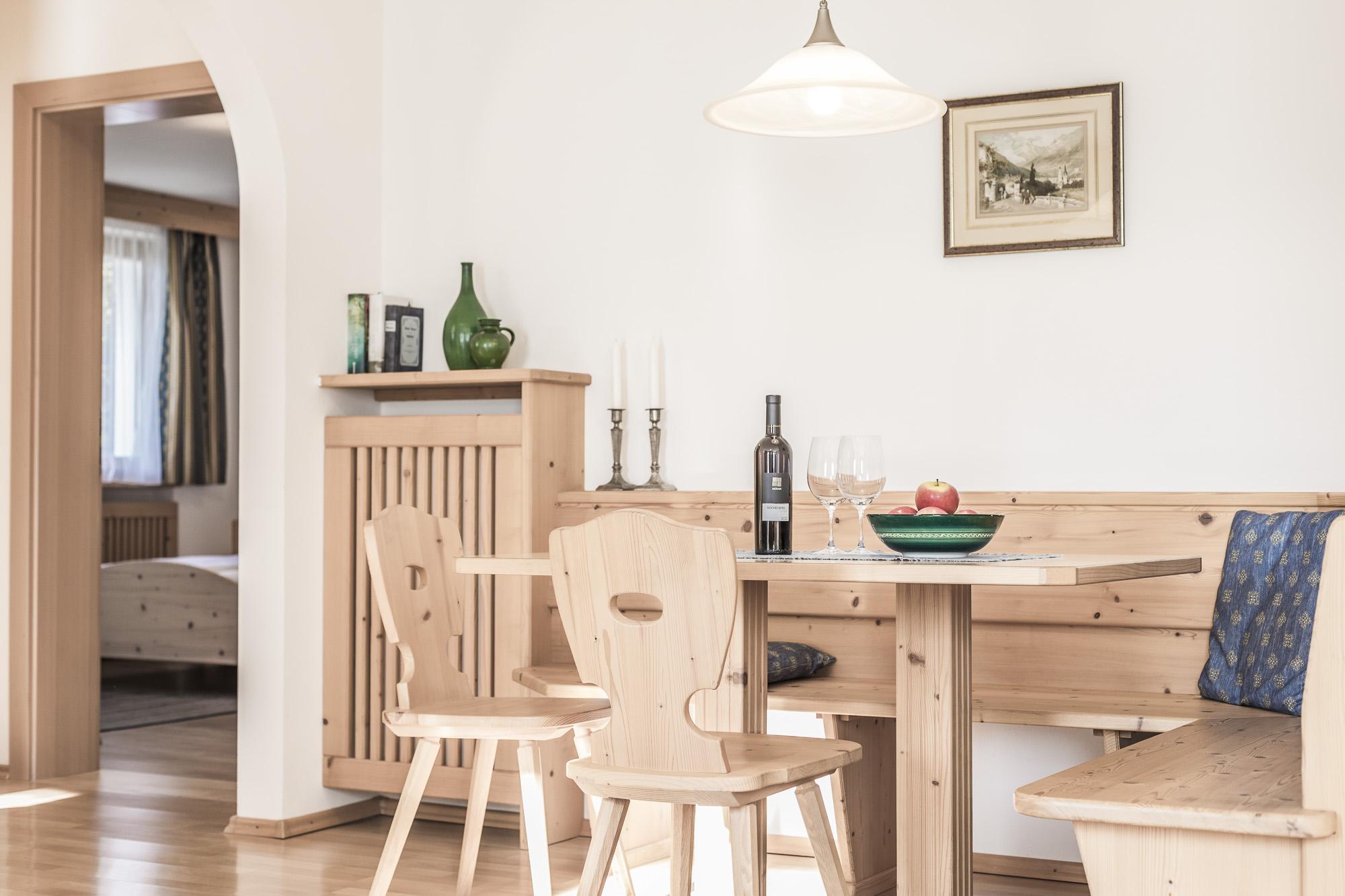 Rustikaler Tisch Appartament in Südtirol